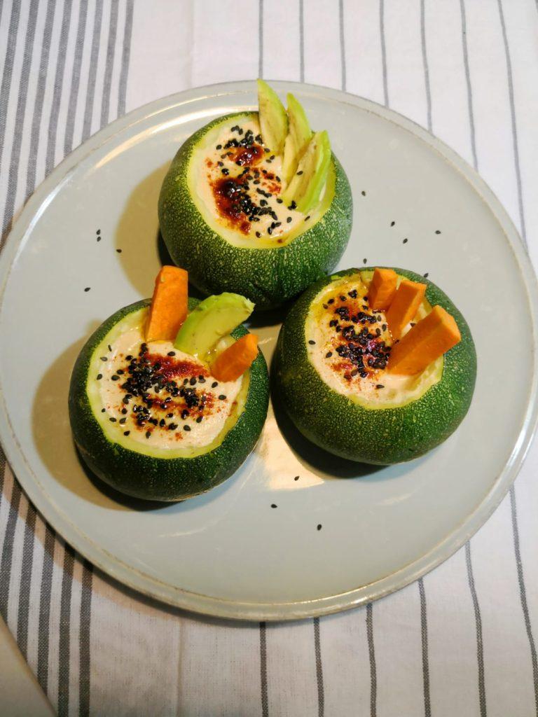 calabacin relleno de hummus