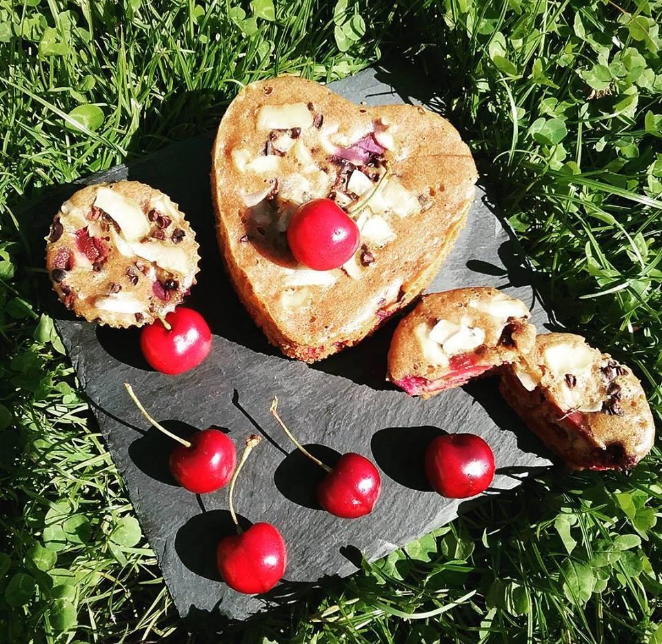 Muffins de cerezas y arándanos
