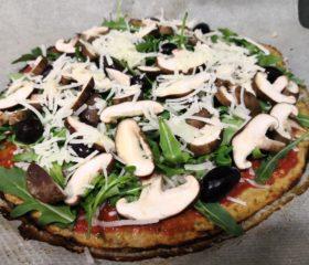 pizza sin gluten con base de coliflor